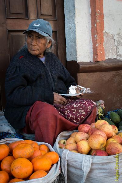 Vendedora ambulante de frutas - C/. San Camilo - Cercado - Arequipa - Perú<br /> <br /> Fruit & veggies saleswoman - C/. San Camilo - Cercado - Arequipa - Peru<br /> <br /> Ambulante fruit & groenten verkoopster - C/. San Camilo - Cercado - Arequipa - Peru<br /> <br /> Vendeuse de fruits et légumes ambulante - C/. San Camilo - Cercado - Arequipa - Pérou