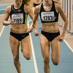 Jessie Raes (Houtland AC) & Yentl Vandenberghe (AV Lokeren) op de 800 M Dames @ Kampioenschap van Vlaanderen - BLOSO Topsporthal - Gent